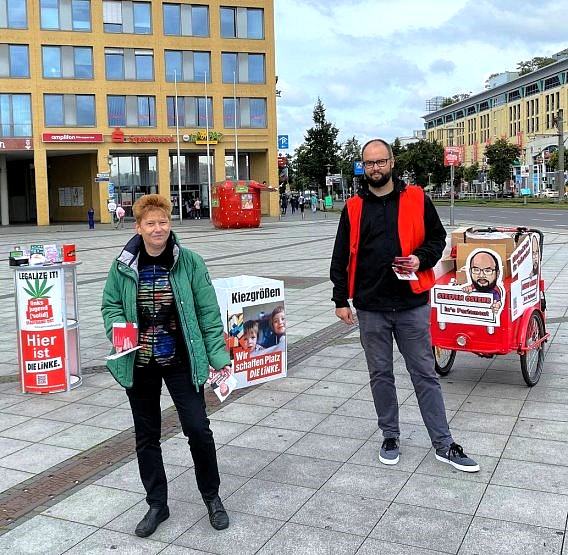 Bürgersprechstunde auf dem Alice-Salomon-Platz in Hellersdorf