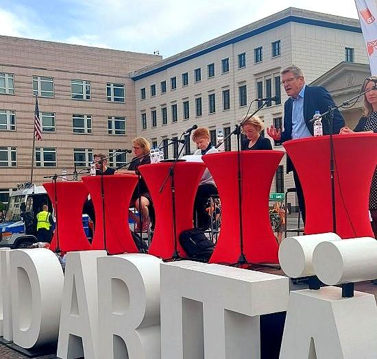 """Berliner Spitzenkandidaten zur Bundestagswahl auf dem Berliner Sozialgipfel; Foto: privat"""" alt=""""Berliner Spitzenkandidaten zur Bundestagswahl auf dem Berliner Sozialgipfel"""